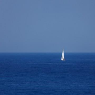 yacht_at_the_sea_192408